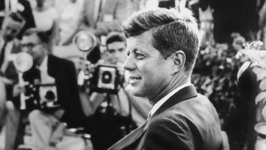 How to write a patriotic essay of john f kennedy in one day and has five paragraph?